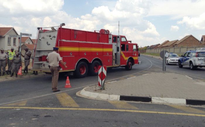 FILE: A fire truck headed to the Sanral offices as roads around the Midrand headquarters were closed on 24 January after the discovery of a suspicious substance. Picture: Christa Van der Walt/EWN.
