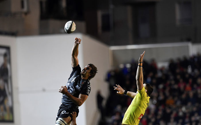 Toulon lock Eben Etzebeth (L) fights for the ball with Clermont lock Paul Jedrasiak (R) during the French Top 14 rugby union match between RC Toulonnais (RCT) and ASM Clermont Auvergne (ASMCA) at the Stade Mayol in Toulon, southern France on 22 December 2019. Picture: AFP