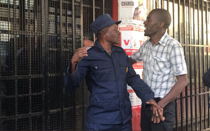 A scuffle broke out after journalists were invited to come into the MDC Alliance headquarters in Harare where police were conducting a search operation. Picture: Masechaba Sefularo/EWN