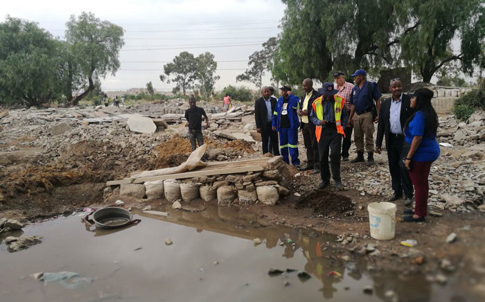 FILE: Mayor Herman Mashaba on a site inspection of road infrastructure in parts of Johannesburg on 22 November 2017. Picture: @HermanMashaba/Twitter