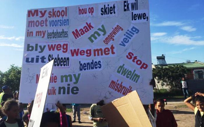 FILE: Children hold up placards with various messages during a march in Eerste River on 6 June, 2015. Picture: Monique Mortlock/EWN.