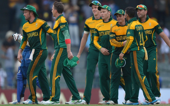 South African captain AB de Villiers (L) and teammates leave the field after winning the first One Day International cricket match between South Africa and Sri Lanka at the R. Premadasa International Cricket Stadium in Colombo. Picture: AFP.