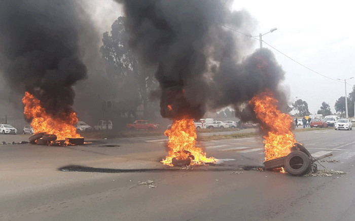 Mogale City Local Municipality employees were protesting against a lack of personal protective equipment on 25 May 2020. Picture: Supplied.