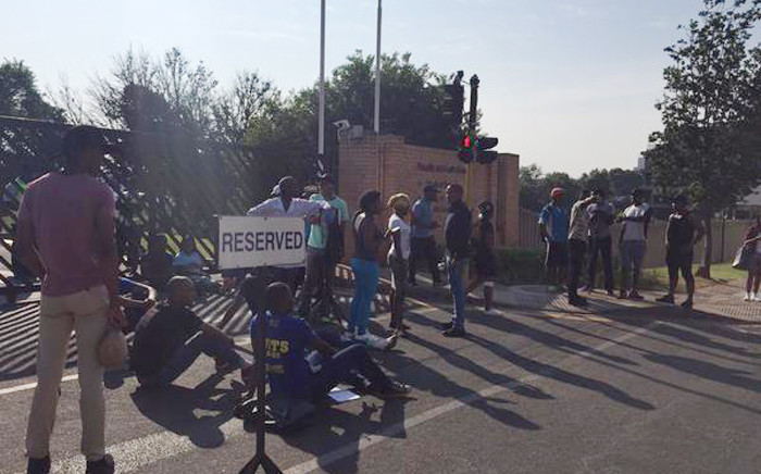Wits Students are now sitting near the entrance to the Medical school blocking cars from entering on 20 October 2015. Picture: Ziyanda Nngcobo/EWN.
