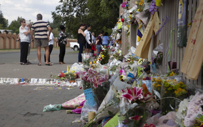 Burnt candles, flowers and messages of support outside Hoërskool Driehoek in Vanderbijlpark. Picture: Christa Eybers/EWN