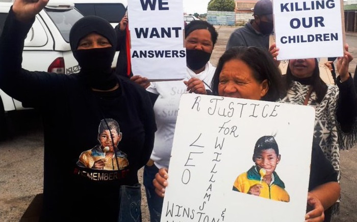 The St Helena Bay community of Laingville handed over a memorandum to the SAPS demanding justice following the murder of Leo Williams.