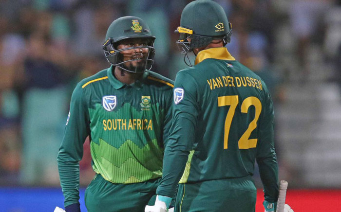 Proteas batsmen Andile Phehlukwayo and Rassie van der Dussen have a chat in between overs. Picture: @OfficialCSA/Twitter