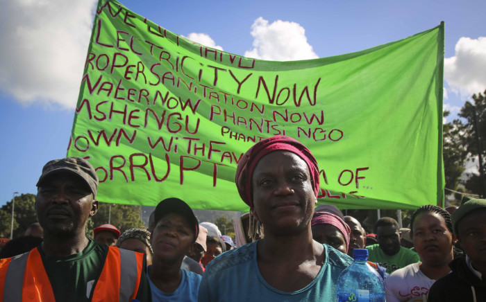 A group of protesters in front of the Hout Bay Police Station on 26 March 2018. Picture: Cindy Archillies/EWN