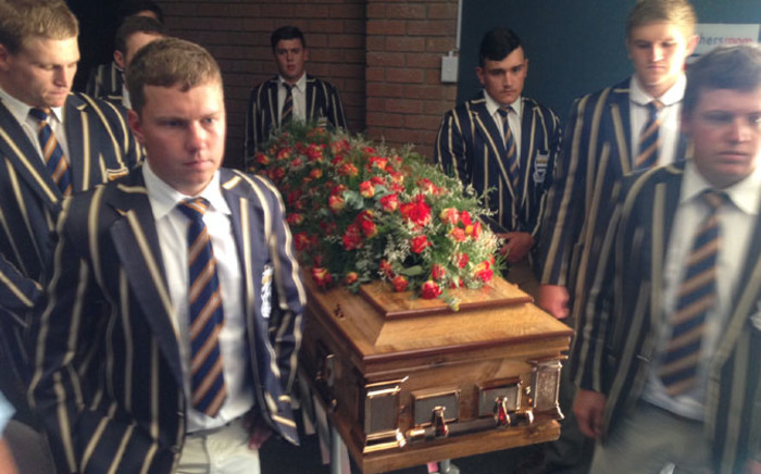 School learners carrying Pierre Korkie's coffin ahead of his memorial in Bloemfontein on 12 December 2014. Picture: Vumani Mkhize/EWN