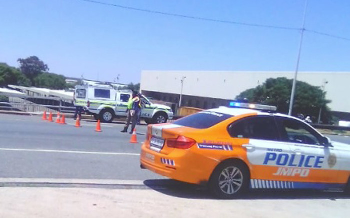 FILE: JMPD officers stopping vehicles during a roadblock. Picture: @AsktheChiefJMPD/Twitter