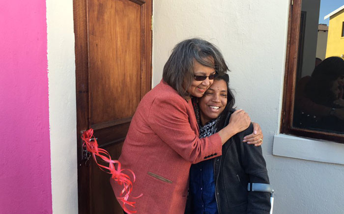 Cape Town Mayor Patricia de Lille embracing a housing beneficiary in Cape Town on 31 May 2016. Picture: @PatriciaDeLille via Twitter.