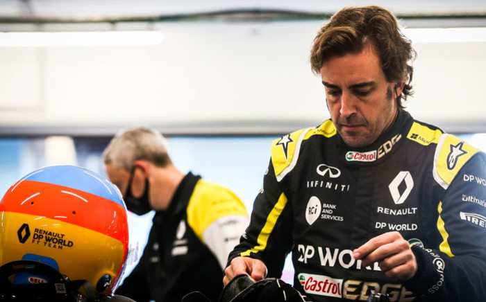 FILE: Fernando Alonso tests a Renault F1 at the Barcelona circuit on 13 October 2020. Picture: @RenaultF1Team/Twitter