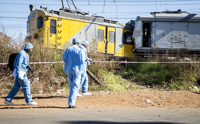 The pathology team arrive at the scene where two trains collided near the Elandsfontein station in Johannesburg on Thursday morning leaving one person dead and over 100 injured. Picture: Reinart Toerien/EWN.