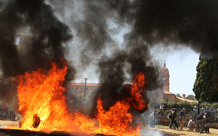 A fire rages on at the Union Buildings in Pretoria on 23 October 2015 where students gathered in protest over proposed university tuition fee increases. Picture: Reinart Toerien/EWN