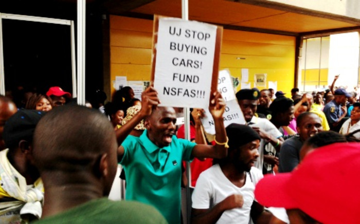 FILE: A group of students at the University of Johannesburg protest the lack of Nsfas funding on 27 January 2014. Picture: EWN.