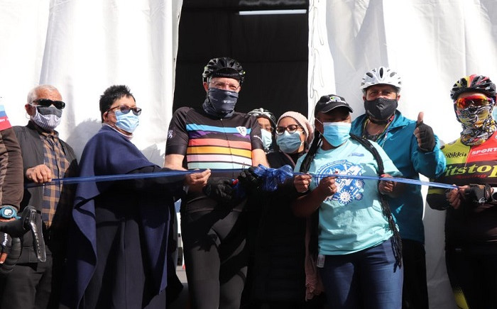 Western Cape Premier Alan Winde attended the launch of the drive-through vaccination site at the Athlone Stadium on 2 September 2021. Picture: @alanwinde/Twitter.