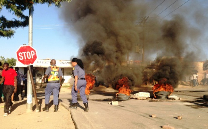 Residents in Diepsloot barricaded roads with bricks and burning tyres on 15 October 2013 after the discovery of two murdered girls. Picture: Sebabatso Mosamo/EWN