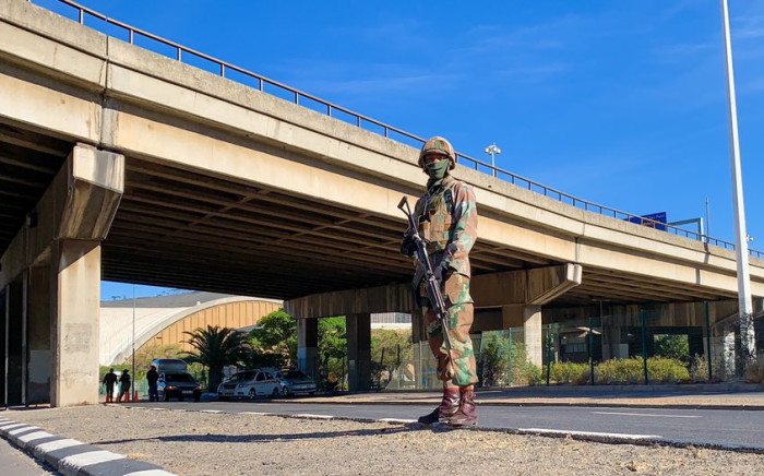 An SANDF soldier stands guard during the lockdown in Cape Town. Picture: Kaylynn Palm/EWN