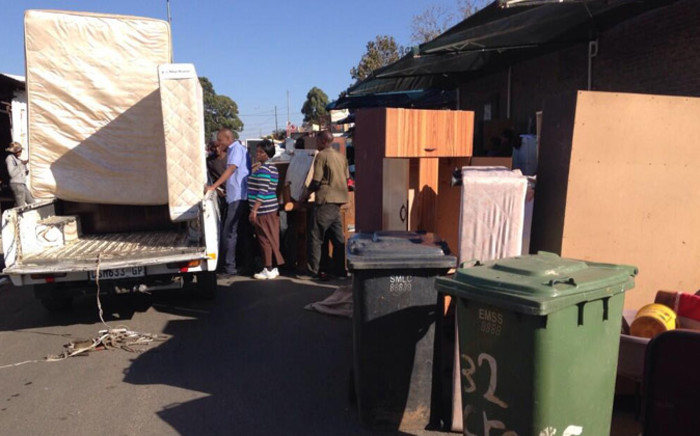More than 25 families evicted from a plot in Alexandra said government must answer for the lack of housing. Picture: Lesego Ngobeni/EWN.