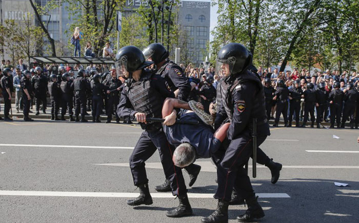 Russian police officers detain a protester during an unauthorised anti-Putin rally called by opposition leader Alexei Navalny on 5 May 2018 in Moscow. Picture: AFP.