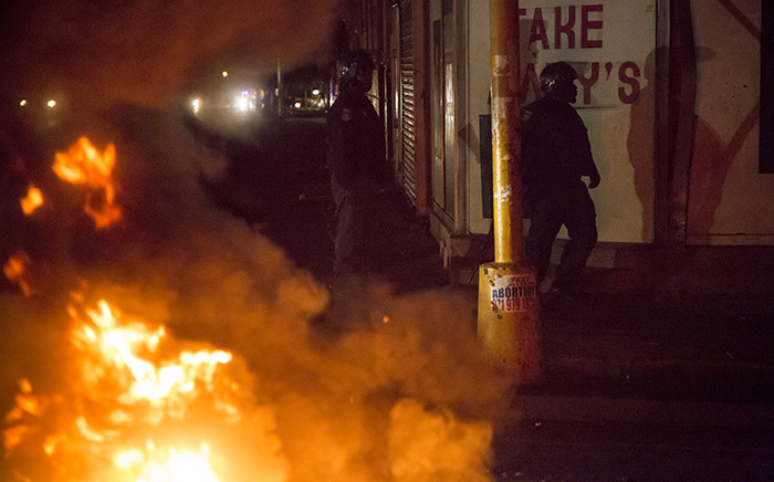 Police used live ammunition to scare off the protesters during a flare-up of xenophobic violence in central Johannesburg CBD on 17 April 2015. Picture: Thomas Holder/EWN