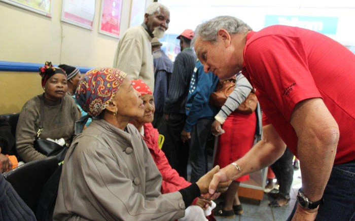 South African Post Office (Sapo) CEO Mark Barnes chats with Sassa beneficiaries at Kwa-Xuma post office, Soweto on 3 September 2018. Picture: @PostofficeSa/Twitter