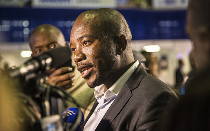 DA leader Mmusi Maimane addresses the media on the party's projections that they will be the biggest party in the Nelson Mandela Bay metro. Picture: Reinart Toerien/EWN.