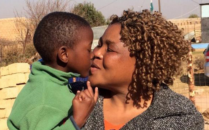 Lizzie Phike and her 6-year-old son Mongezi Phike, reunited a week after he was kidnapped by hijackers. Picture: Barry Bateman/EWN.