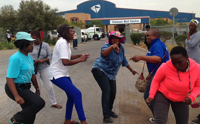Women sing and dance outside the Tshwane Mail Centre in Pretoria as the Post Office strike continues across the country. Picture: Vumani Mkhize/EWN.