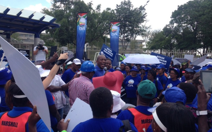 The DA Parliamentary leader leading a demonstration outside Eskom's headquarters in Johannesburg. Picture: Gia Nicolaides/EWN.