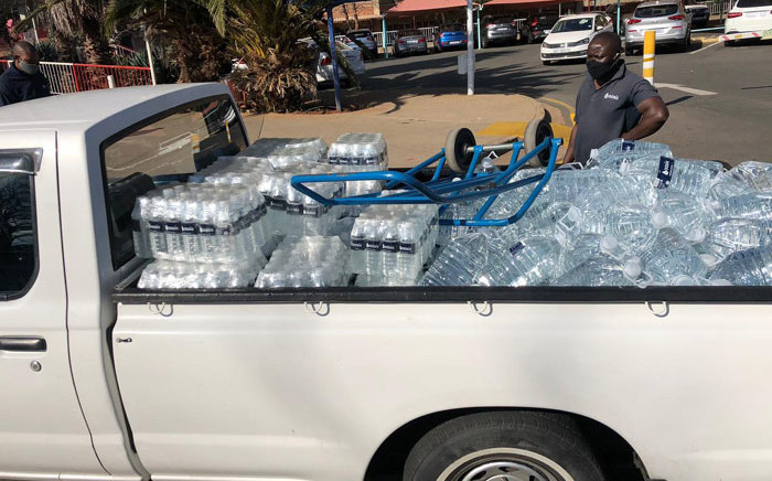 A bakkie-load of water arrives at the Helen Joseph Hospital in Johannesburg after the facility ran out of water. Picture: Supplied