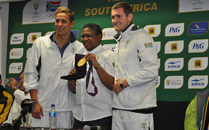 Sports Minister Fikile Mbalula poses with Olympic gold medalists Chad le Clos and Cameron van der Burgh on 9 August 2012. Picture: Christa van der Walt/EWN.