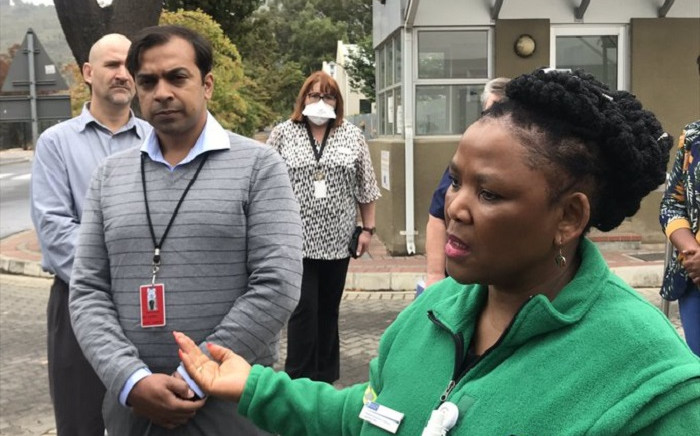 FILE: Western Cape Health MEC Nomafrench Mbombo (right) on 6 April 2020 visited Paarl Hospital's triage and screening centre. Picture: Kevin Brandt/EWN
