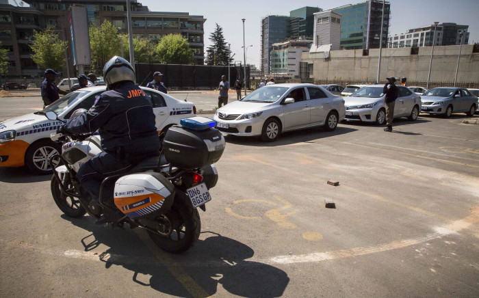 FILE: Police escort Uber taxis, metered and minibus taxis from the Sandton Central area to the impound lot after drivers failed to produce permits on 15 September 2017. Picture: Thomas Holder/EWN