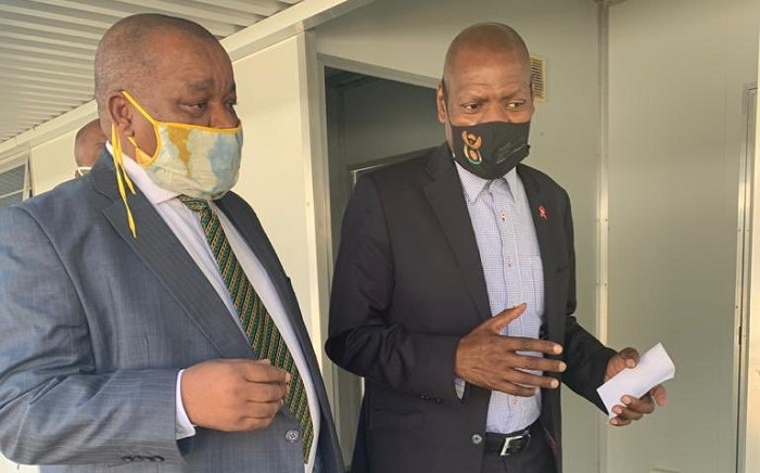 FILE: Health Minister Zweli Mkhize (R) arriving at Job Shimakana Tabane Hospital, Rustenburg with Minister of Mineral Resources and Energy Gwede Mantashe, to receive PPEs from Sibanye and Old Mutual. Picture: @ZweliMkhize/Twitter