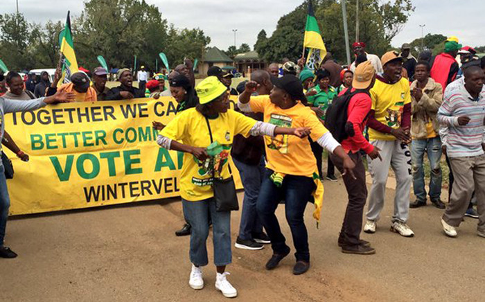 FILE: Supporters dressed in ANC and Cosatu colours making their way into Moreleta Park ahead of the May Day address by president Jacob Zuma on 1 May 2016. Picture: Emily Corke/EWN.