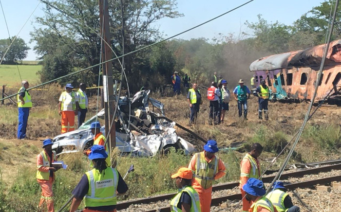 Clean-up operations begin at the scene of a train crash in Kroonstad, Free State. Picture: Sethembiso Zulu/EWN