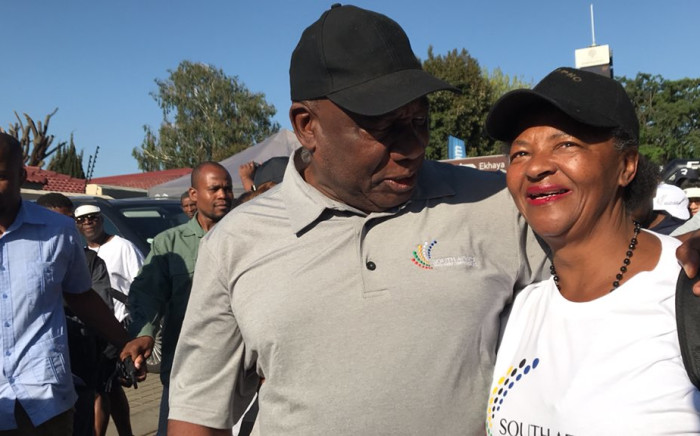 Soweto residents joined President Cyril Ramaphosa during his presidential walkabout on 27 October 2018. Picture: @PresidencyZA/Twitter