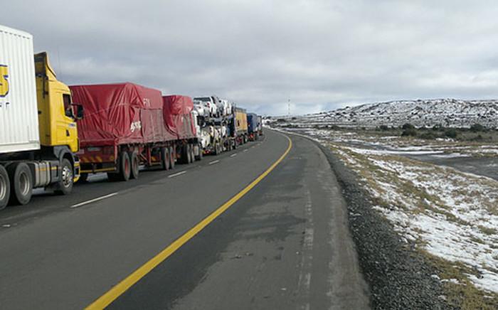 Trucks stranded in the Karoo following heavy snowfall. Picture: Allan Jansen/iWitness