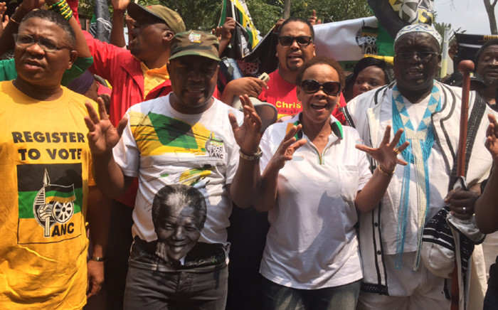 Chris Hani's widow, Limpho Hani, addresses demonstrators outside the Constitutional Court to hand over memorandum to the ConCourt calling for a review of decision to release Janusz Walus on 14 March 2016. Picture: Vumani Mkhize/EWN.