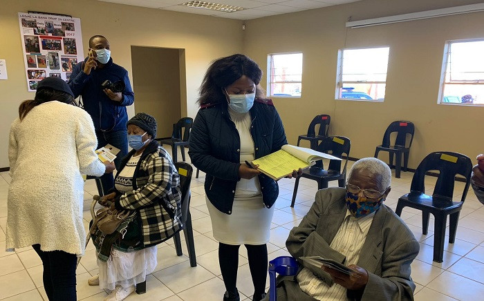 FILE: The elderly are guided through the admin process ahead of vaccination at a Krugersdorp old age home on 17 May 2021. Picture: Zweli Mkhize/Twitter