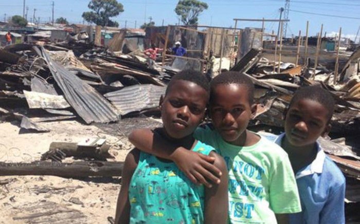 The victims of the Khayelitsha shack fires wait for aid. Picture: Giovanna Gerbi/EWN