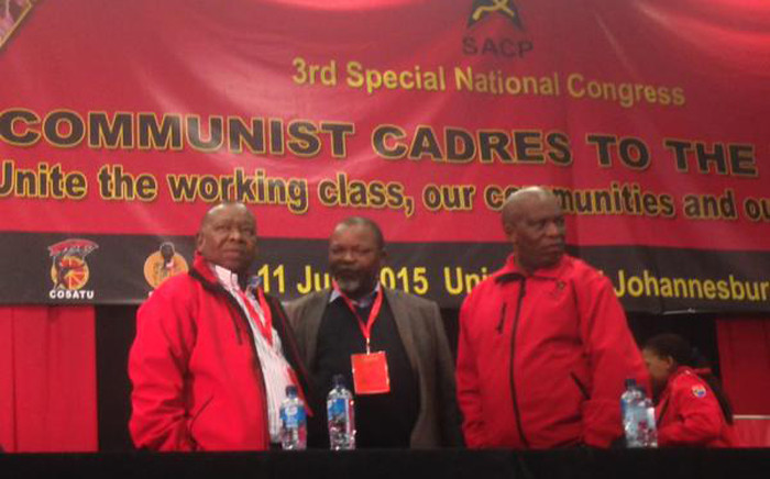 FILE: SACP leaders, Senzeni Zokwana and Blade Nzimande chat with ANC Secretary General Gwede Mantashe at a special national congress. Picture: Govan Whittles/EWN.