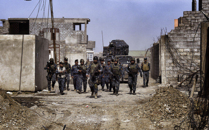 Members of the Iraqi federal police patrol the streets of Mosul as they advance on 26 February, 2017 during an operation to retake the city from Islamic State (IS) group fighters. Picture: AFP.