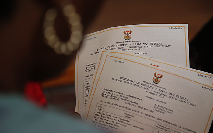FILE. Teachers hand out matric results at the Mfuleni High School in Cape Town on 6 January 2016. Picture: Reinart Toerien/EWN