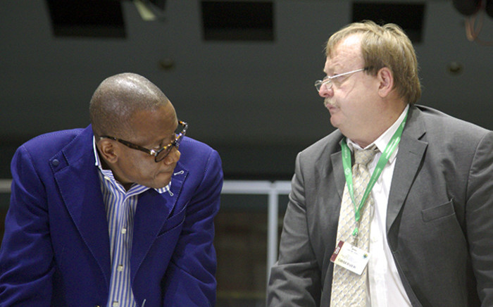 FILE. Former arms deal consultant and defence advisor, Fana Hlongwane, with advocate Jaap Cilliers at the Seriti Commission of Inquiry on 11 December 2014. Picture: Reinart Toerien/EWN.