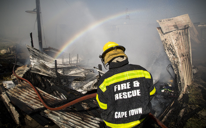 FILE: A fireman mans a hose during a fire in Gugulethu, Cape Town. Picture: Thomas Holder/EWN