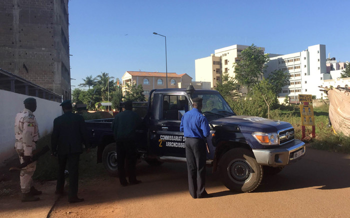 Malian security forces take position near the Radisson Blu hotel in Bamako on 20 November 2015 where a hostage situation is underway. Picture: AFP.
