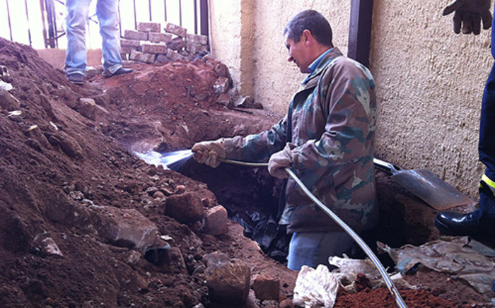 Forensic experts excavate Betty Ketani's grave. Picture: Alex Eliseev/EWN