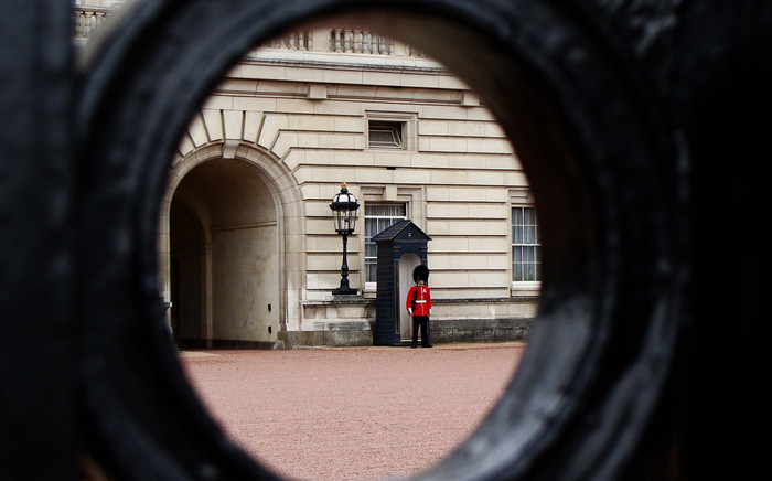 A guard is seen outside Buckingham Palace. Picture: Pixabay.com.